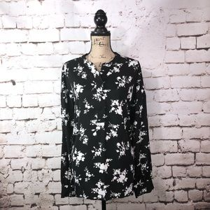 Time and Tru Black and White Blouse